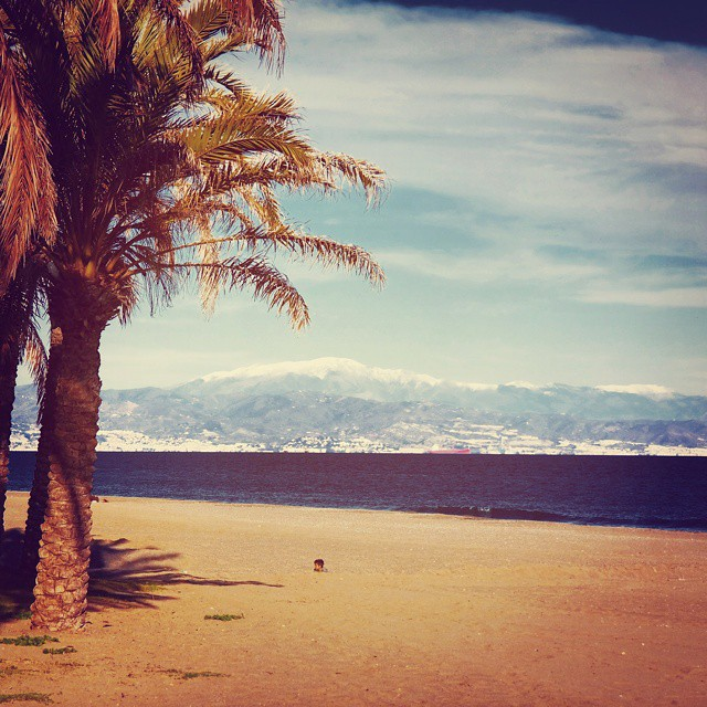 Mountains covered in snow and sunny 18 °C beaches. Andalucía in winter ?.