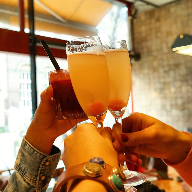 Cheers to finally having brunch at the lovely spot @littlecollinsamsterdam with the even more lovely @anouks_deliciousjourney @_bianc ?