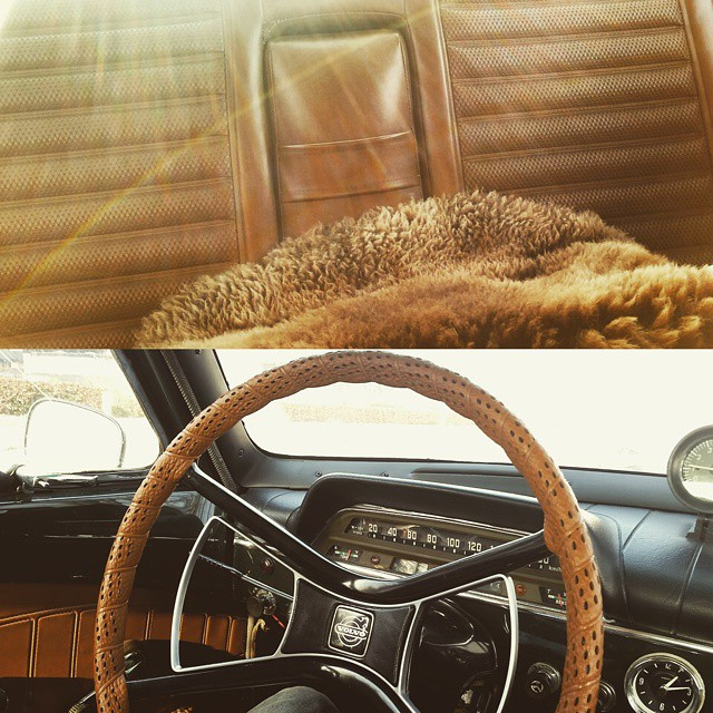 Back home and jetlagged means taking our oldtimer out for a sunrise tour in the early morning. Look at the details, the backseat, the steer, the speedometer. Ain't she pretty? Can't wait for summer to come. #cartalk #sorry