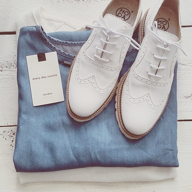 Spring essentials. ? @vivitrixiebell, you have won the @omodashoes voucher of €100,-! Loved the idea of your dads shoes in India. Please leave your e-mail below to get your voucher.