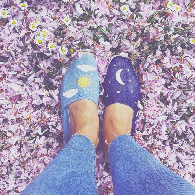 The smell of sun and rain and grass and spring and flowers. ? Psttt, dutchies, did you see my IG give away?  Win een @omodashoes voucher t.w.v. €100,-! Post je favoriete #fromwhereIstand schoenen en tag #whataboutherwin @whatabouther_nl. ?